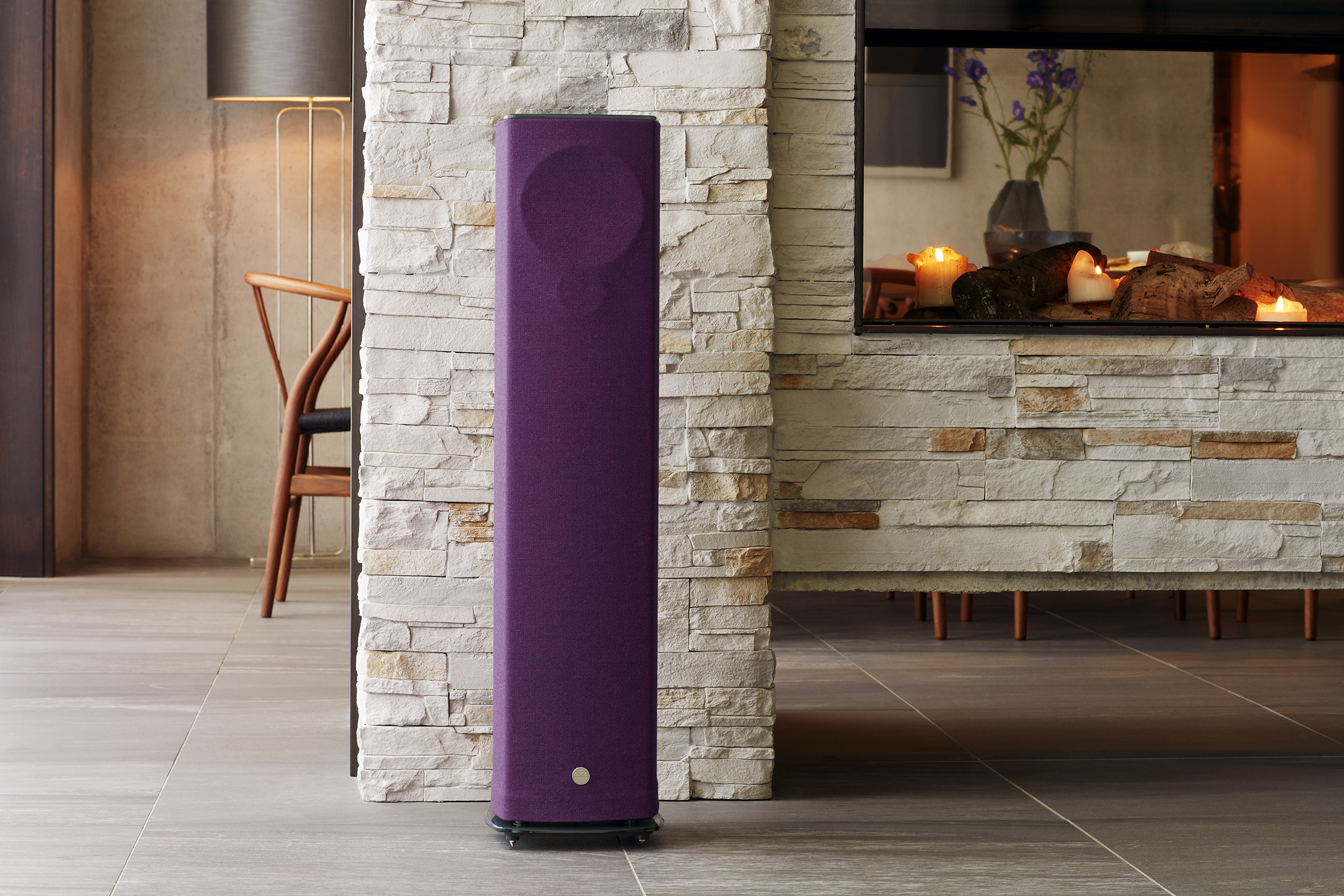 linn-520-aubergine_fireside-close-high-res_300dpi